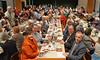 Tisch der Ehrengäste
