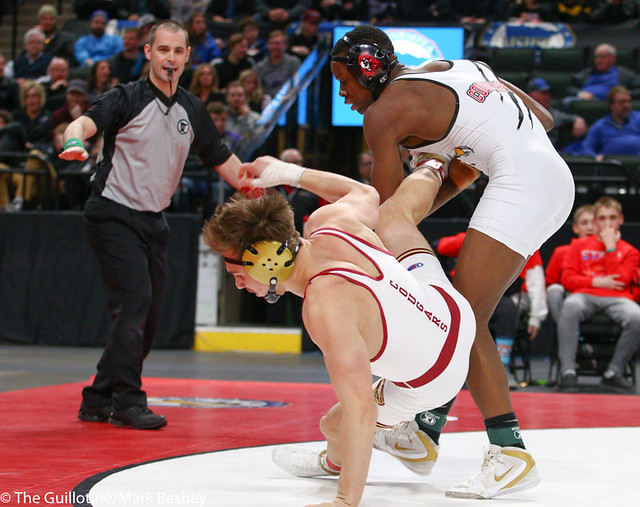152AAA 1st Place Match - Willie Bastyr (Lakeville South) 41-3 won by decision over Moise Madimba (Coon Rapids) 37-5 (Dec 6-3) - 190302bmk0239