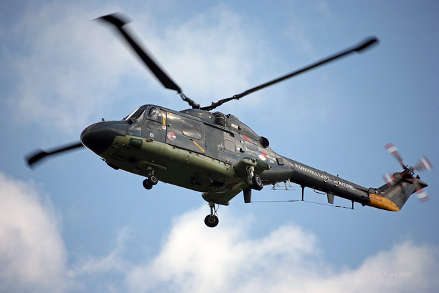 Lynx Koninklijke Marine SH-140 281 landing at Volkel  juin 2009_14 mod et signée