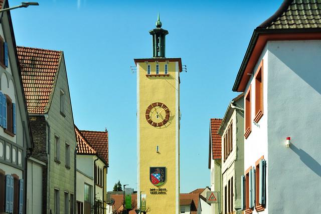 Fahrt durch Altrip nach Ludwigshafen ... Foto: Brigitte Stolle