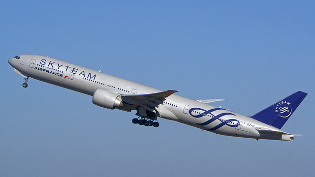 Boeing 777-328/ER, F-GZNE, Air France (SkyTeam Livery)