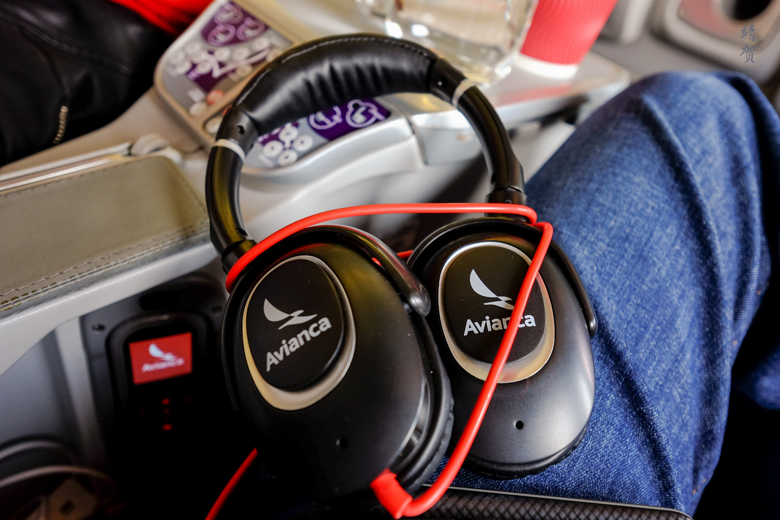 Headphones on Avianca