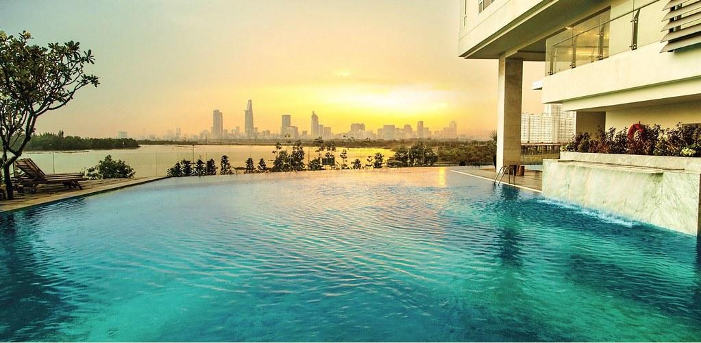 Hồ bơi vô cực view Saigon hoa lệ