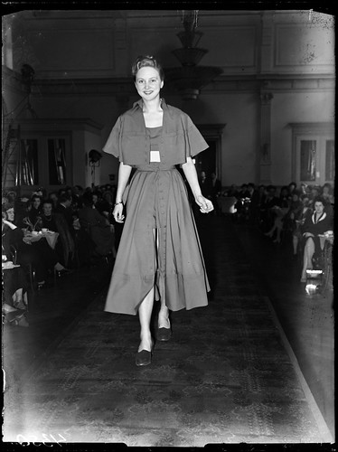 04-01-1948_04350 Modeshow in Kurhaus | by IISG