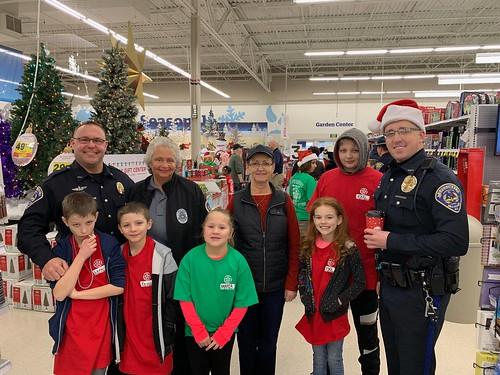 SPD Participates in Shop with a Cop