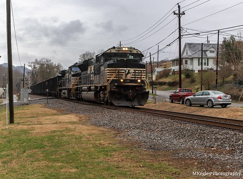 norfolksouthern ns76m ns7294 sd70acu emd railroad railfan railfanning femalerailfan coaltrain norfolksouthernappalachiadistrict gatecityva virginia scottcountyvirginia locomotives diesellocomotives train appalachianmountains mountains landscape
