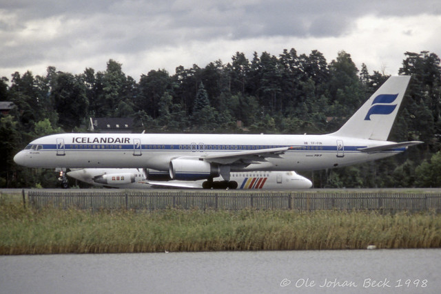 Icelandair B757-208 TF-FIN at ENFB/FBU 28-08-1998