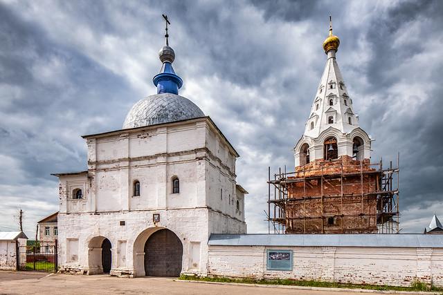 Gate to Luzhetsky monastery (Mozhaysk, Russia)