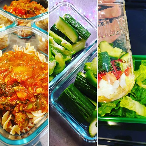 This week's meal prep. 😊 Breakfast (not shown): overnight oats, yoghurt Snacks: cut up cucumber and green bell peppers Lunches: salads (Italian dressing, egg, roma tomato, cucumber, romaine) Dinner: whole wheat rotini with pasta sauce (garlic, Itali | by chelleshocks