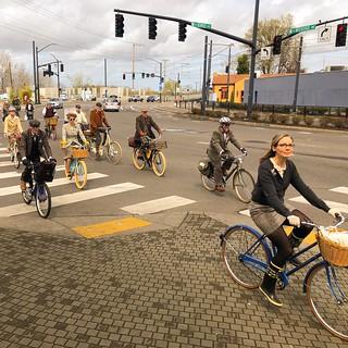 Portland Tweed Ride: Rolling into Kenton. | by urbanadventureleaguepdx