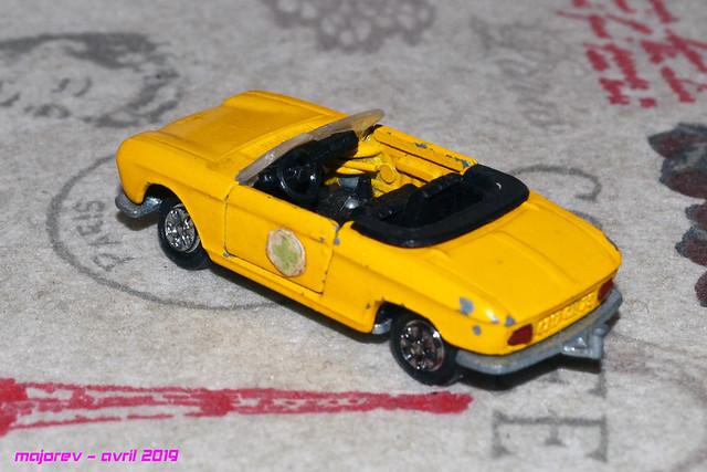 N°230 Peugeot 204 cabriolet - Page 2 40634738533_da9952129d_z