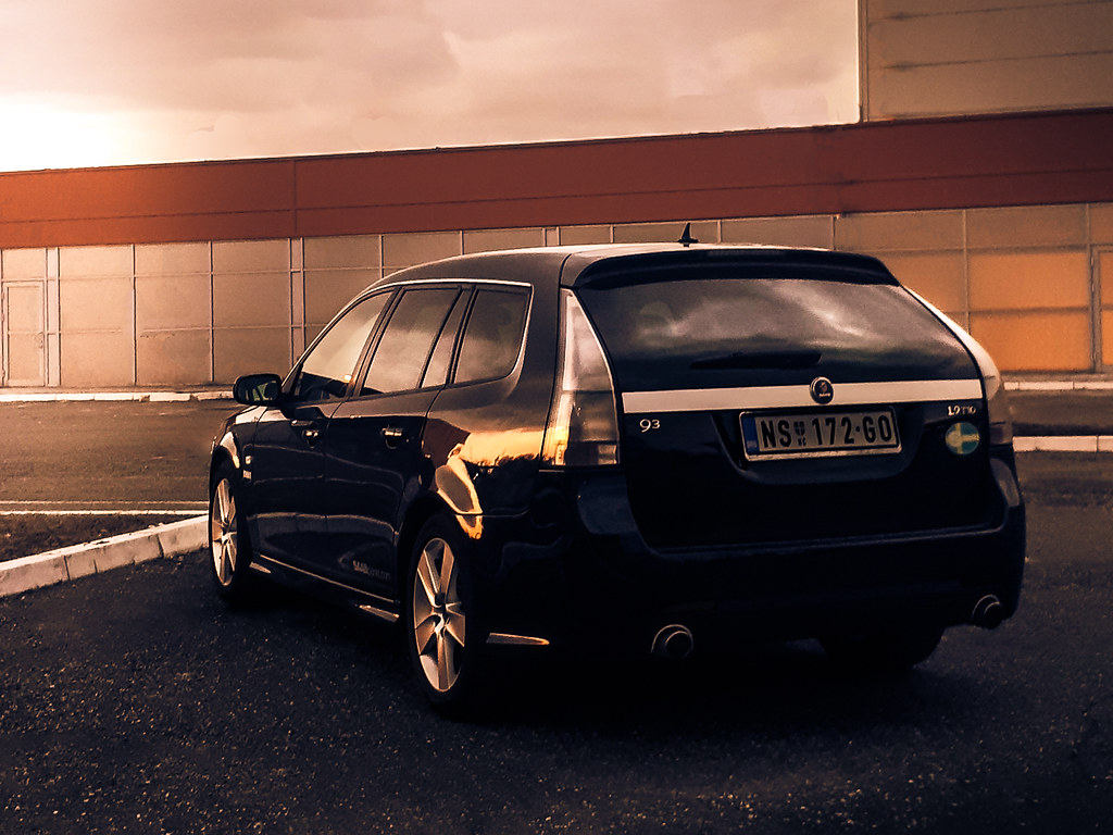 timeless design and incredible practicality are the features that adorn the Saab Sportcombi