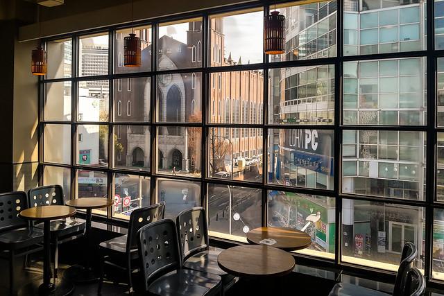 스타벅스 연대점 4층 창밖 풍경