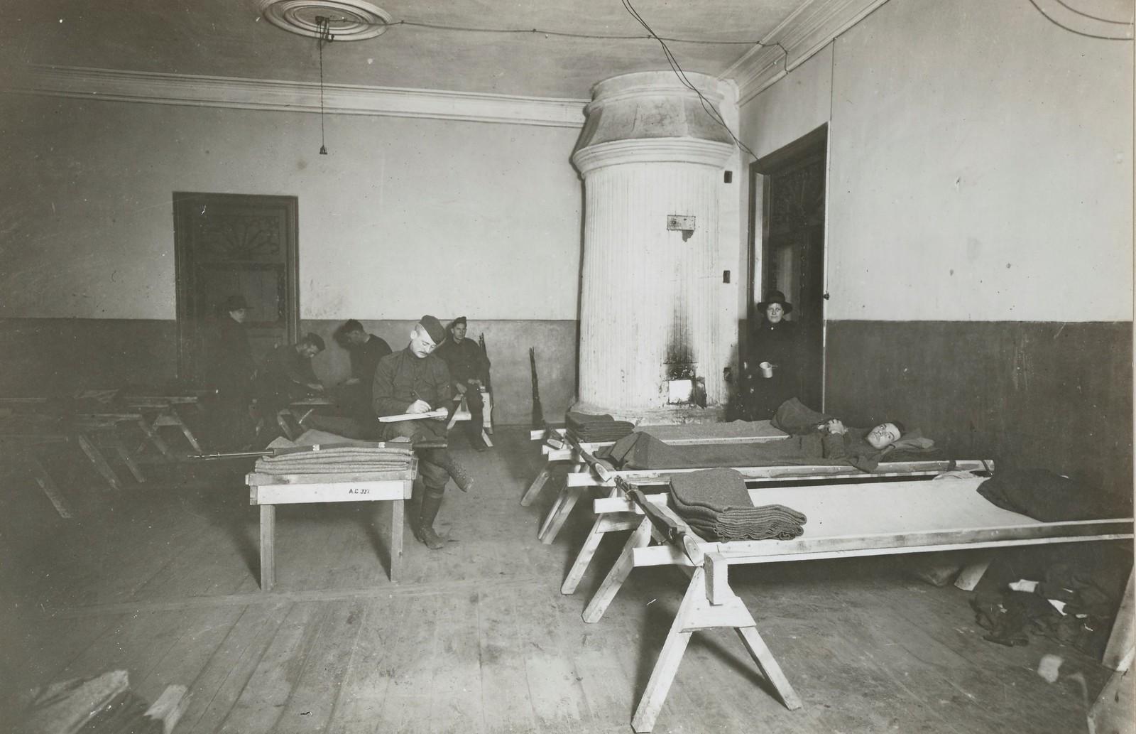Архангельск. Во время первых недель пребывания в городе использовались в лазарете эти грубые кровати