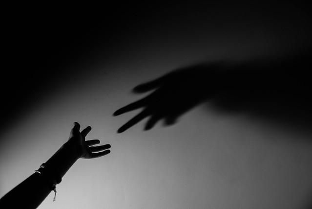 Shakin hands