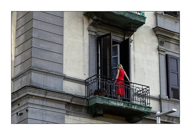 Napoli Walls 6: Femme au balcon