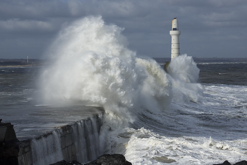 aberdeen scotland storm water sea ocean splash harbour wall waves