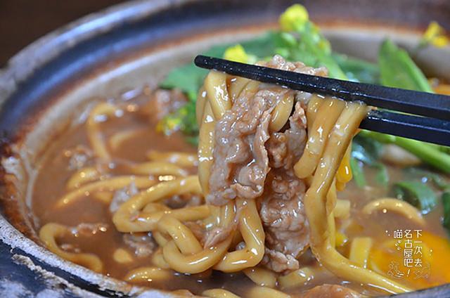 八丁味噌為基底,搭配豬肉、雞蛋和在地蔬菜,為店內人氣料理之一。