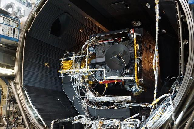 Solar Orbiter readied for thermal vacuum testing