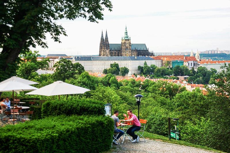 Restaurant Nebozizek 遙望布拉格城堡