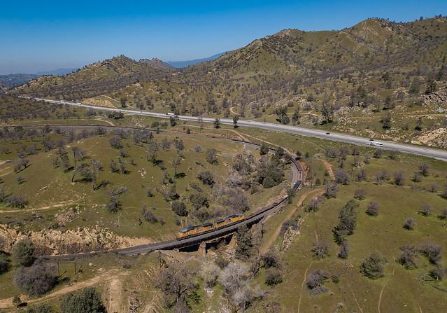 UP 4935 (SD70M) Tehachapi Loop Walong, California