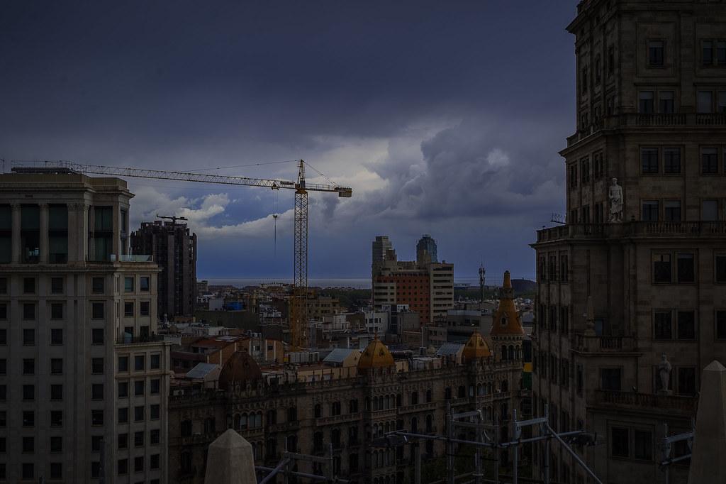 Dark clouds over Barcelona ! 17:23:28 DSC_6426