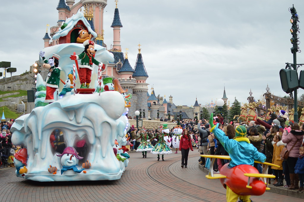 Image De Noel Walt Disney.La Parade De Noel Disney Matthew Wells Flickr