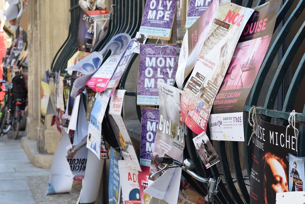 Había miles de carteles en cada rincón de la ciudad
