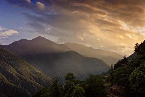 switzerland schweiz tessin ticino onsernonetal valonsernone berge isorno mountains gebirge sonnenuntergang sunset wald forest woods tal valley valle loco evening abend