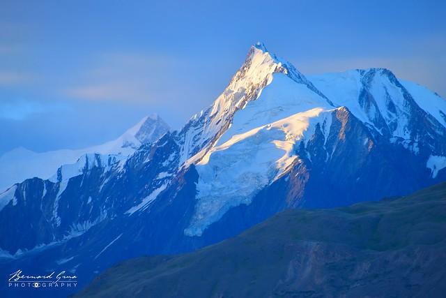 Lueurs matinales sur la montagne, vue  de Duikar (Eagle's Nest) © Bernard Grua