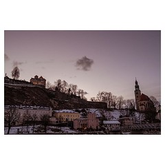 Salzburg at dusk . #xt3 #fujixt3 #fujifilmxt3 #fujifeed #fujifilm #fujilove #myfujilove #fujifilm_xseries #fujifilmnordic #fujifilmme #fujifilm_uk #fujixfam #twitter #geoffroyschied #35mmofmusic #colors #park #purple #dusk #winter #night @mahlerchamberorc