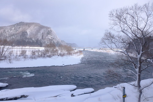 花輪線の西側は米代川に沿って走る
