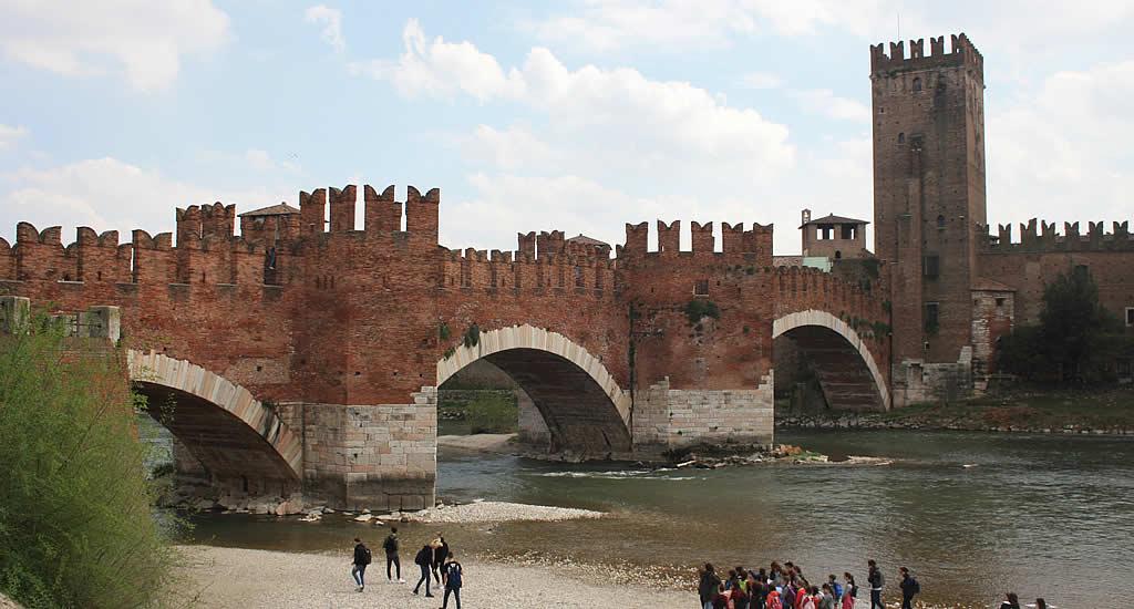 Ponte Castelvecchio, Museo di Castelvecchio | Mooistesteentrips.nl