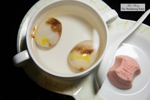 Marbled tangyuan (glutinous rice dumplings in sweet soup) with dingsheng 'victory' cake  雨花石汤圆,定胜糕 | by thewanderingeater