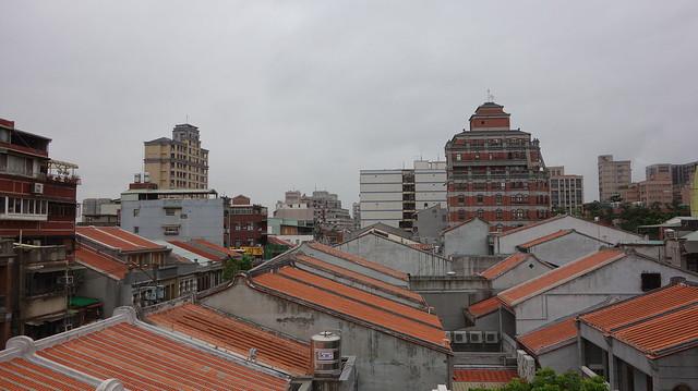 迪化207博物館頂樓,可以看到附近整新的屋頂
