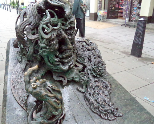 A Conversation with Oscar Wilde - Sculpture by Maggi Hambling