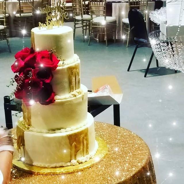 Cake by Suzie M CupCakes