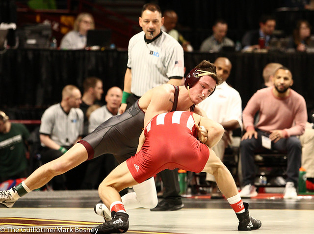 Champ. Round 1 - Mitch McKee (Minnesota) 17-4 won by fall over Kyle Luigs (Indiana) 18-15 (Fall 4:09) - 1903amk0049