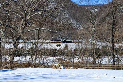 southbranchvalley sbvr railroad chessie system baltimoreandohio bo railway southbranch line westvirginia emd gp9 gp9r 92 6240 6604 gp383 100 grain train pancake