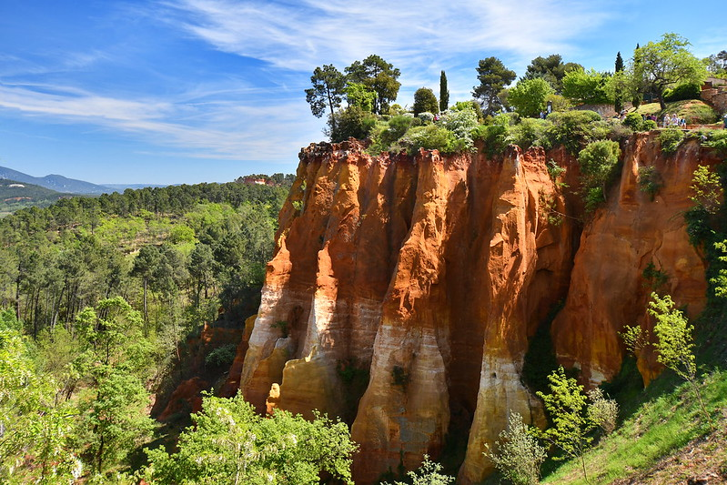 Frankreich-Roussillon-Ockerfelsen