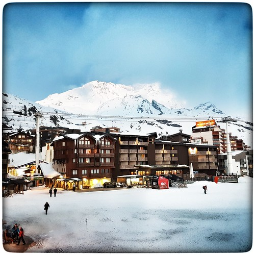 Avril 2019. Vacances...holiday... #valthorens #valthorens2019 #ski #skiing #3vallées #les3vallées #skiride #skirider #skiriders #mountain #mountains #mountainside #mountaintop #snow #mountainlover #alpes #alpe #frenchalpes #mountainscape #bigblue #mood #s | by Phimagery