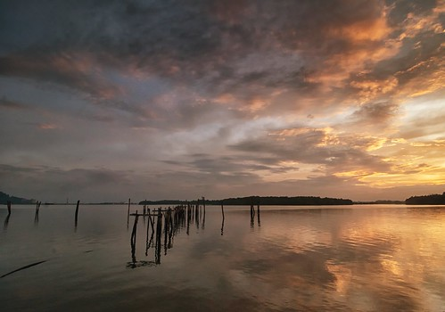 sunrise pier reflection cloud sky waterfront morning lumut perak malaysia travel place trip canon eos700d canoneos700d canonlens 10mm18mm wideangle happyplanet asiafavorites