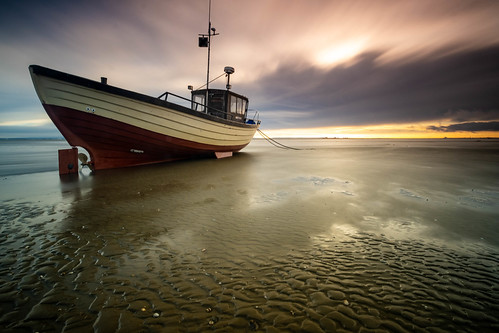 essex southend thorpebay sunset mud riverthames boat fishingboat longexposure fujixt3