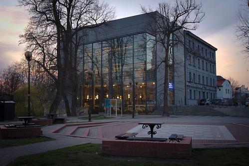 opole biblioteka zmierzch wieczór zachódzłońca złotegodziny sony a7 library dusk evening sunset goldenhours opolskie miasto