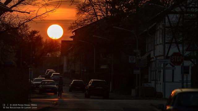DSvBS • Glutofen im Dorf • E X P L O R E • Der Sonnenuntergang naht