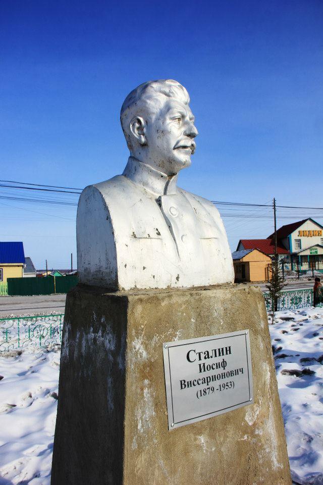 Найденный амгинскими коммунистами бюст Сталина. Установлен на аллее героев гражданской войны.