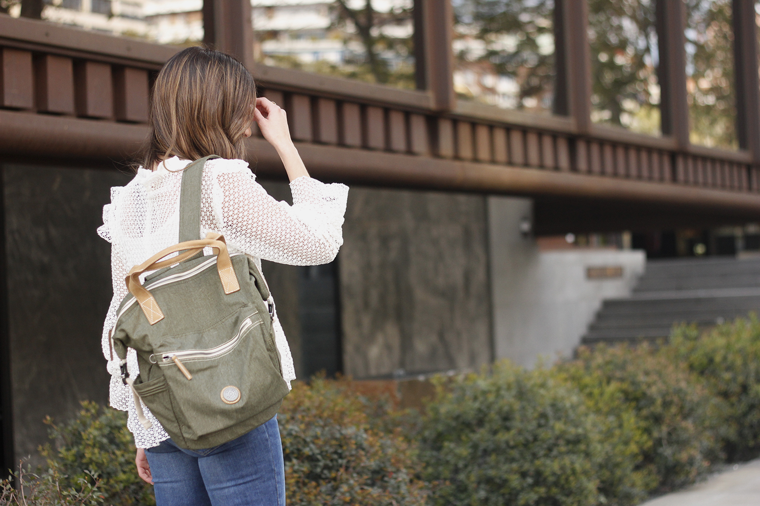 kipling backpack transformation collection khaki white lace blouse casual street style casual outfit 201913