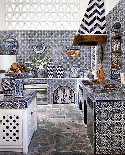 ‪My perfect happy Friday kitchen...a heaven of mosaic, style and beauty 😍 l Design by ‬@michellenussbaumer‪,  by @‬thefacinator‪ #handmade #tile #mosaic #art‬ . . . #interiordecor #homedecor #interiordesign #homeinteriors #interiordesigners #in | by mosaics.lab