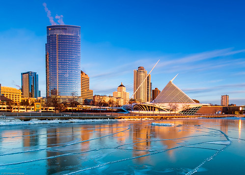 milwaukee sunrise cityscape lake michigan ice frozen art museum skyline golden hour