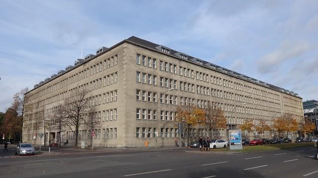1935/36 Berlin Hauptverwaltung Rudolf Karstadt AG von Philipp Schäfer Fehrbelliner Platz 1/Hohenzollerndamm 30-31/Württembergische Straße 5 in 10707 Wilmersdorf